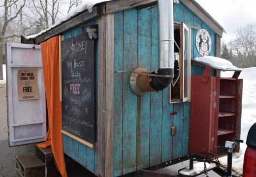 Artist winds up fiber workshops on wheels